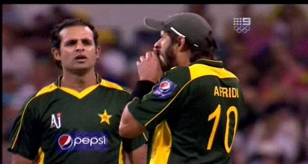 Shahid Afridi's ball biting incident cricket controversies