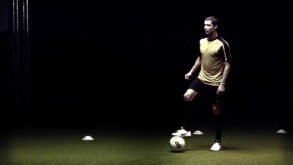 [Video] Cristiano Ronaldo Scores in Complete Darkness as Part of Scientific Test!